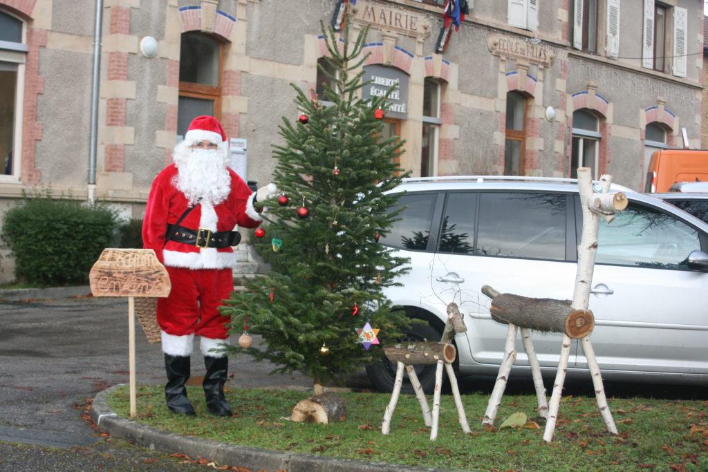 Visite du Pere-Noel aux écoles